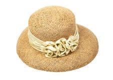 Le chapeau de paille des femmes avec une fleur, d'isolement Photographie stock libre de droits