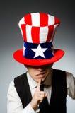 Le chapeau de port d'homme avec des symboles américains Image stock