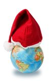 Le chapeau de Santa sur le globe Photographie stock