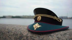 Le chapeau russe de dirigeant d'armée clips vidéos