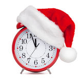 Le chapeau Santa Claus a mis dessus un réveil Photo stock