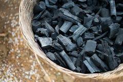 Le charbon de bois noir Photographie stock libre de droits