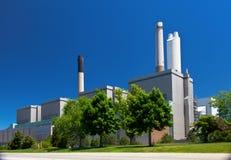 Le charbon a rempli de combustible le bâtiment de station de génération de centrale de l'électricité Photo libre de droits