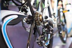 Le chariot avec la roue arrière à chaînes folâtre le vélo de montagne Images stock