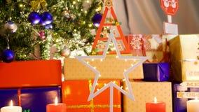 Le chariot bourdonnent a dedans tiré de hors focale à au centre de l'étoile de Noël avec des lumières banque de vidéos