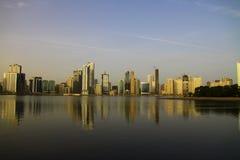 Le Charjah Corniche au lever de soleil image stock