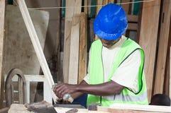 Le charpentier dans son atelier Photographie stock