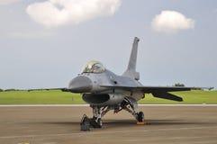 Le chasseur à réaction F-16 sur l'affichage Photographie stock libre de droits