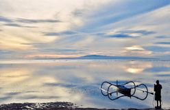 Le chasseur de lever de soleil dans l'action Image libre de droits