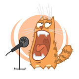 Le chat rouge hurle dans le microphone Image stock