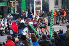 Le Chef Pack de 2014 de NYC femmes de marathon Photographie stock libre de droits