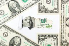 Le chemin au succ?s et ? la richesse Fl?che des billets d'un dollar sur le fond blanc Revenu, revenus et travail photos stock