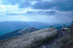Le chemin dans les montagnes Image stock