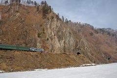 Le chemin de fer de Circum-Baikal en mars 2009 Photographie stock libre de droits