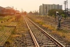 Le chemin de fer croise la communauté Photographie stock libre de droits