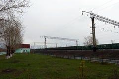 Le chemin de fer Ouest-sibérien de station de Krasnozerskoe de train Photos libres de droits
