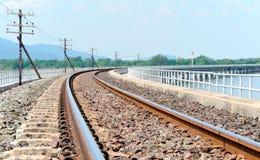 Le chemin de fer sur le réservoir Photos stock