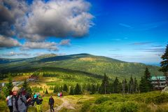 Le chemin des montagnes de géant de République Tchèque d'amitié de Tchèque-poli Photographie stock libre de droits
