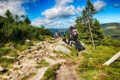 Le chemin des montagnes de géant de République Tchèque d'amitié de Tchèque-poli Photo stock