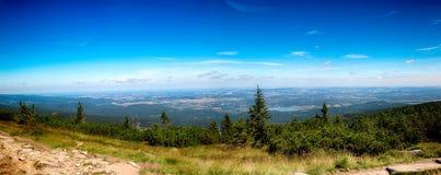 Le chemin des montagnes de géant de République Tchèque d'amitié de Tchèque-poli Photo libre de droits
