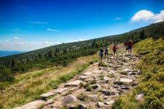 Le chemin des montagnes de géant de République Tchèque d'amitié de Tchèque-poli Photos libres de droits