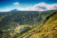 Le chemin des montagnes de géant de République Tchèque d'amitié de Tchèque-poli Images stock