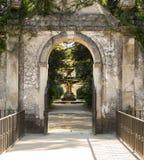 Le chemin en parc de Jardim DA Sereia menant à une des fontaines photographie stock libre de droits
