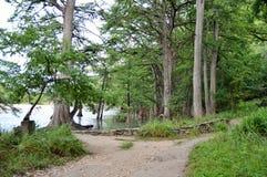 Le chemin mène à la rivière Photographie stock