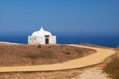Le chemin près d'Ermida DA Memoria ou la chapelle de mémoire de Nossa Senhora font Image stock