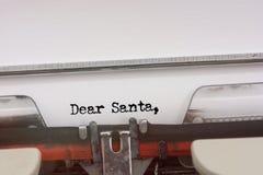 Le cher mot de Santa a dactylographié sur une machine à écrire de vintage Images stock