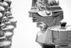 Le cheval dans les échecs, concept de stratégie noir et blanc Photo libre de droits