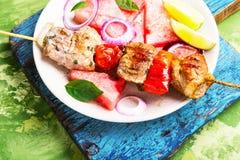 Le chiche-kebab avec la pastèque garnissent Images stock