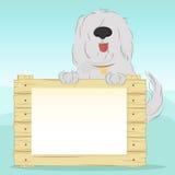 Le chien tient la surface en bois avec le blanc vide pour votre texte Image stock