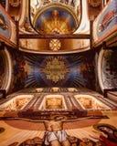 Le chiese ortodosse orientali sono riempite di belle immagine e pitture fotografia stock