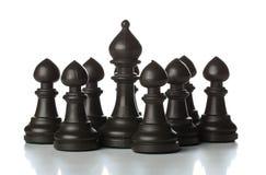 Le chiffre d'échecs de coureur tenant des échecs intermédiaires de gage figure Images libres de droits