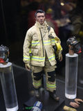 Le chiffre de pompier dedans comme lumière sort Photos libres de droits