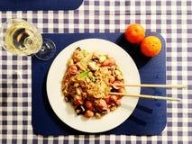 Le Chinois fait maison a fait frire des nouilles avec du vin et l'orange Images libres de droits