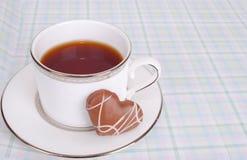 Le chocolat assortissent des biscuits avec la cuvette du té images stock