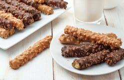 Le chocolat a couvert des bâtons de biscuit Photographie stock libre de droits