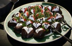 Le chocolat a couvert des fraises photos libres de droits