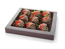 Le chocolat a couvert des fraises sur le fond blanc Photos stock