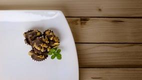 Le chocolat a couvert des noix photo libre de droits
