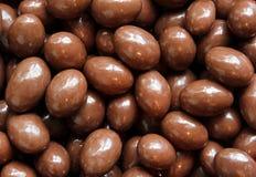 Le chocolat a couvert des noix Photo stock