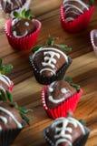 Le chocolat de cuvette de dîner a couvert des fraises Photo stock