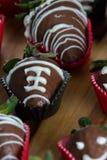 Le chocolat de cuvette de dîner a couvert des fraises Photo libre de droits