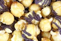 Le chocolat de maïs de bruit de Carmel arrose vers le haut de la fin Photo libre de droits