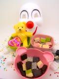 Le chocolat et la poupée décorent le thème roman et gentil images stock