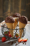 Le chocolat glace Photos stock