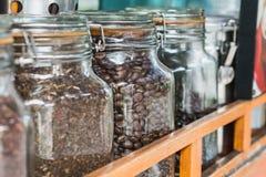 Le choix des variétés de grains de café est important pour le goût et a un impact énorme sur des ventes et le bénéfice photo stock