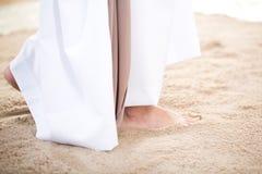 Le Christ marchant sur le sable Images libres de droits